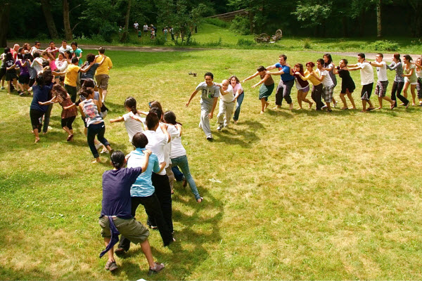 outdoor_party_games_dragon_tail_chase